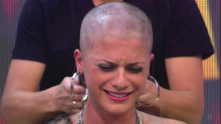 ... Babi Rossi ficou chocada ao ver a filha careca no 'Pânico na Band